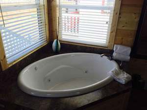 Marina view Jetted Tub Cottage - 2 Person Photo 3